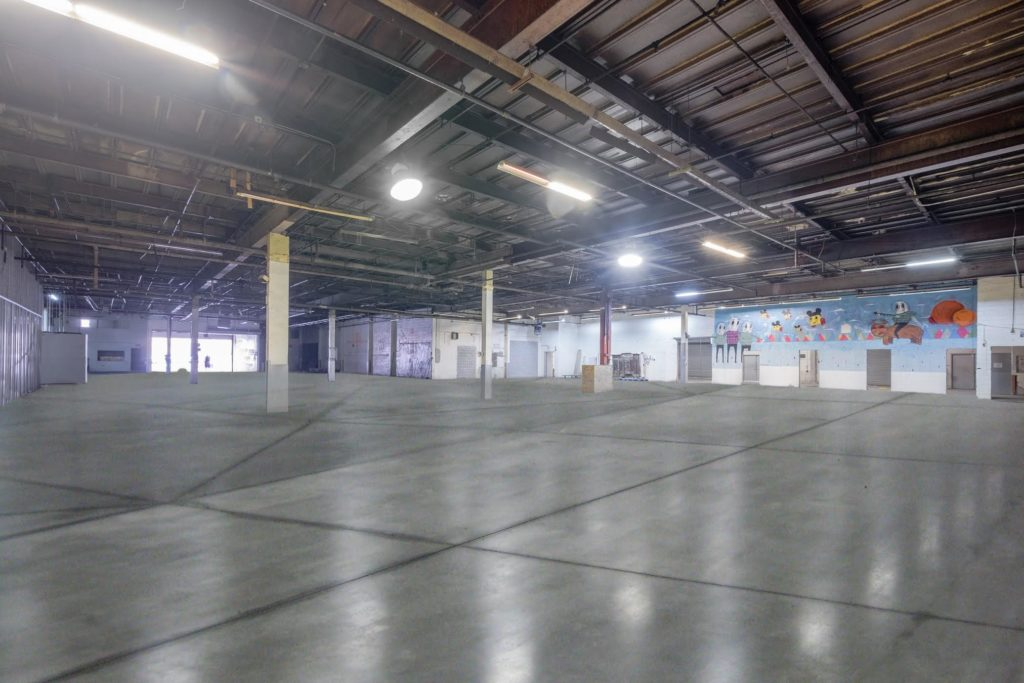 CREATIVE OFFICE / STUDIO / LIGHT INDUSTRIAL / DRAMATIC RETAIL - Commercial Lease